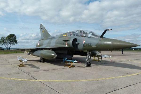 Mirage 2000D et son armement.