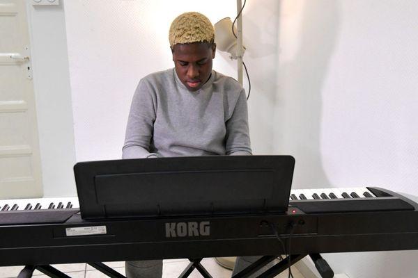Mourad Tsimpou a signé chez Universal pour son premier album.
