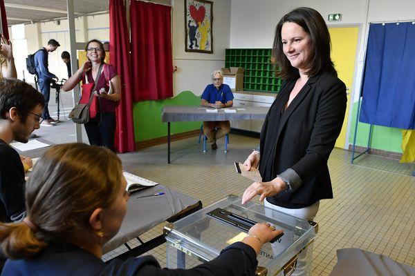 Vote de la maire de Nantes Johanna Rolland lors de la consultation sur le projet Notre-Dame-des-Landes