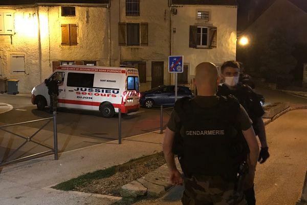 L'homme a été transporté à l'hôpital vers 21h.