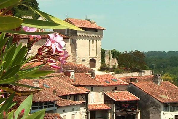 Aubeterre-sur-Dronne abrite une église monolithe unique en Europe, le monument le plus visité de Charente.