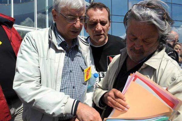 Un comité central d'entreprise a eu lieu ce 6 juillet 2012 à Chateaulin durant lequel les offres de reprise du groupe ont été présentées aux représentants syndicaux.