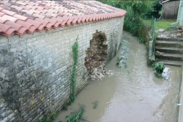 En juin dernier, les inondations ont fait d'importants dégâts à Bazauges en Charente-Maritime.