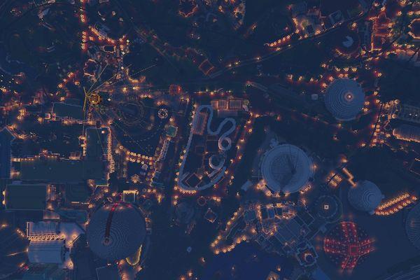EuropaPark-Minecraft, photographié de nuit en vue aérienne. On le confondrait avec un véritable cliché.