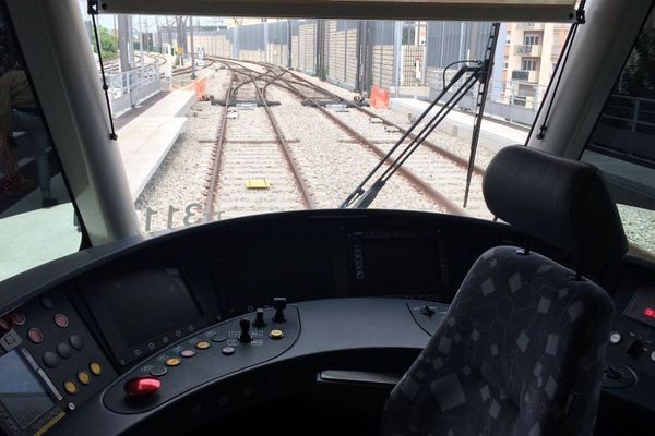 Le tramway T11, vu de l'intérieur.