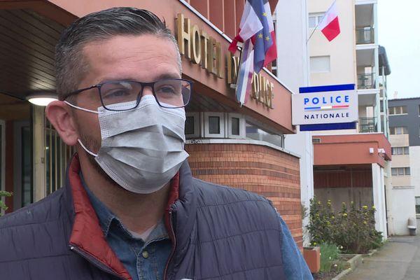 5 avril 2021- Johann Maugé, secrétaire départemental du syndicat Unité SGP Police de l'Eure devant l'hôtel de police d'Evreux