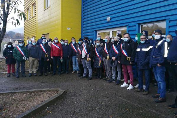 Une douzaine de maires du Conflent sont venus soutenir les postiers en grève vendredi 11 décembre