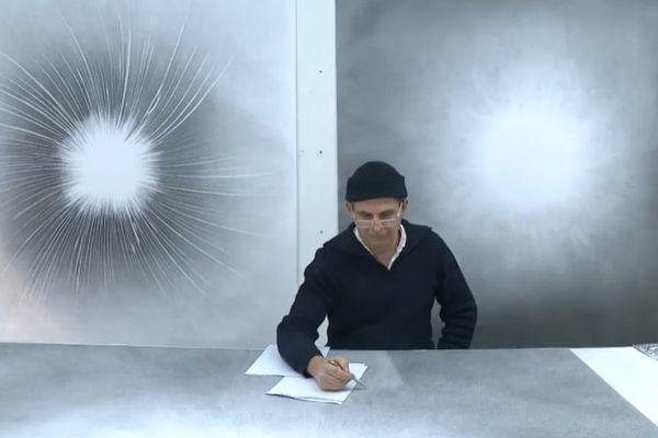 Philippe Veyrunes s'impose quatre heures de crayonnage chaque matin.
