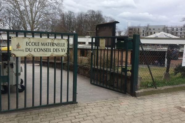 Le papier antisémite a été rapidement décroché de la grille du personnel, située rue de Rotterdam.