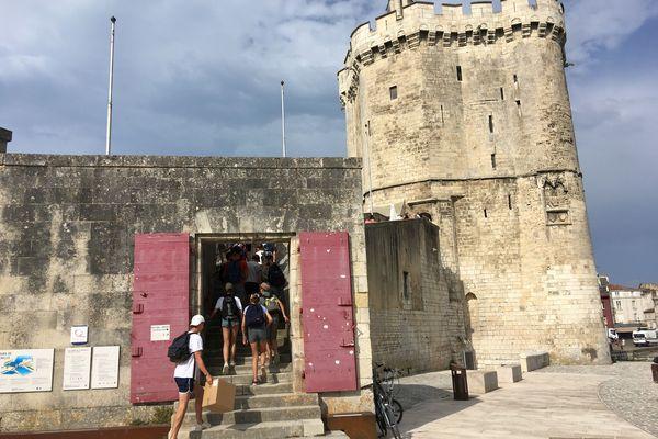 Les visiteurs peuvent de nouveau entrer à l'intérieur de cette tour, gardienne du vieux port