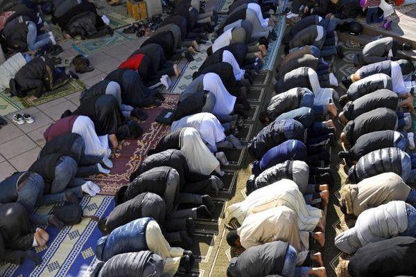 Prière dans une mosquée à Marseille