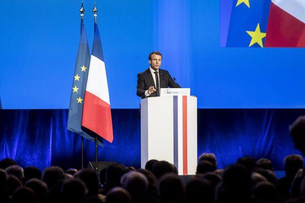 Emmanuel Macron pendant son discours lors du 100e Congrès des maires.