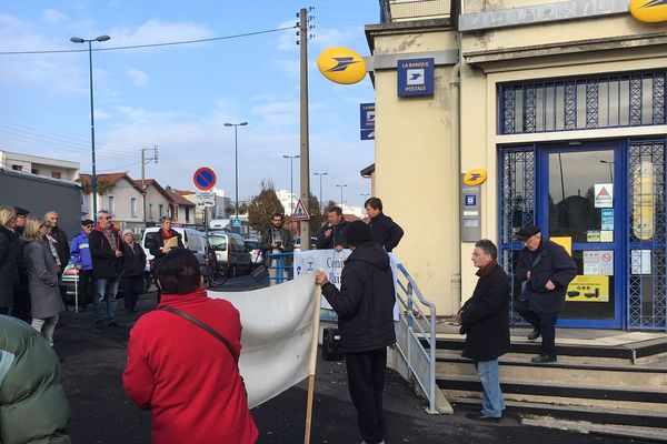A Clermont Ferrand Les Habitants Du Quartier De La Plaine Veulent Sauver Leur Bureau De Poste