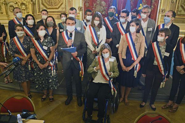 Dix élus de la nouvelle majorité écologiste ont été placé en quatorzaine dimanche 5 juillet, alors qu'un membre de l'équipe de campagne avait été contrôlé positif au Coronavirus.