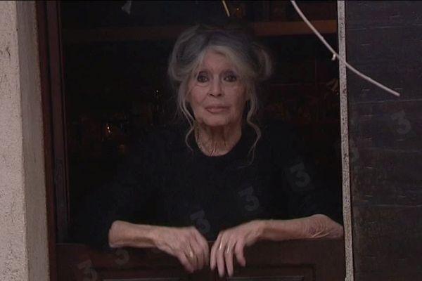 Brigitte Bardot vit toujours à la Madrague, elle se montre peu.