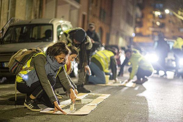 Une cinquantaine d'activistes a transformé une partie des contre-allées Paul-Sabatier en une large voie cycliste.