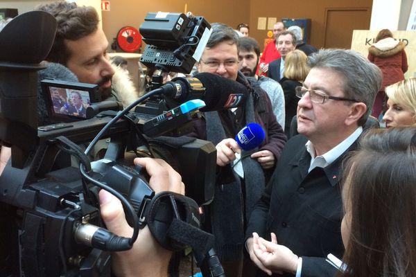 Jean-Luc Mélenchon à l'Ecole nationale du jeu et des médias interactifs et numériques du CNAM à Angoulême.