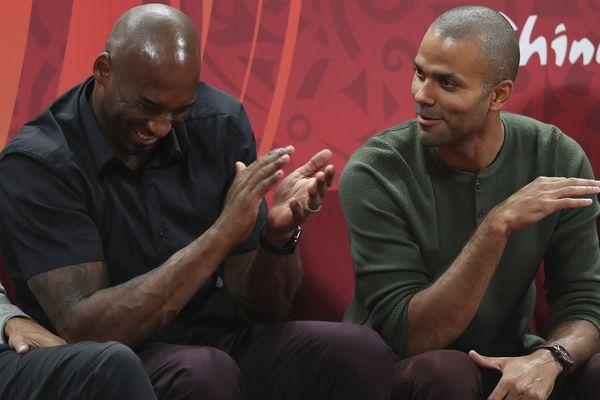 Kobe Bryant et Tony Parker pendant la finale Espagne-Argentine pour la coupe du monde de basket de 2019 en Chine