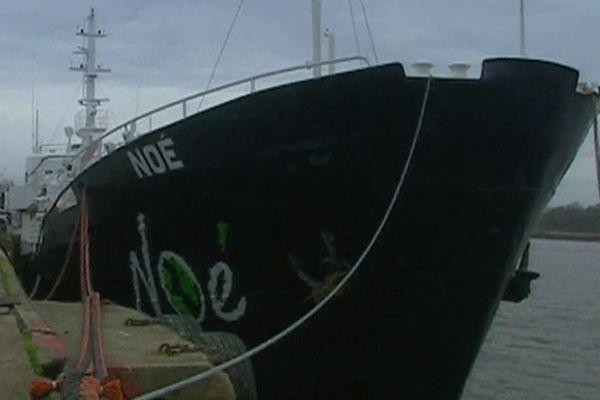 Le bateau Le Noé est arrivé dans le port de Lorient en 2000.