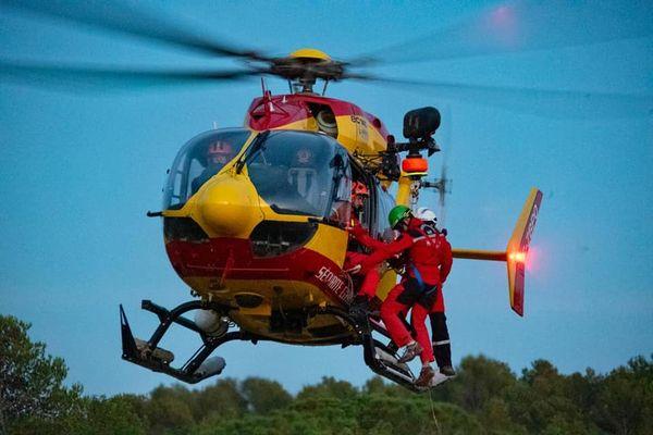 L'hélicoptère de la Sécurité civile a été appelé pour évacuer un blessé.
