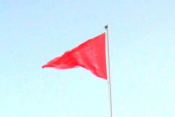 Le drapeau rouge sur les plages
