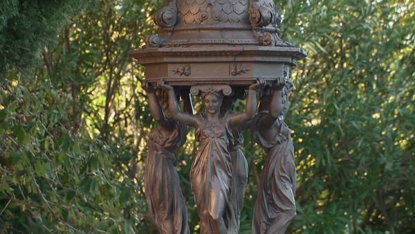 Pour devenir maire d'Hyères, Alexis Godillot avait couvert la ville de cadeaux comme notamment une douzaine de fontaines.