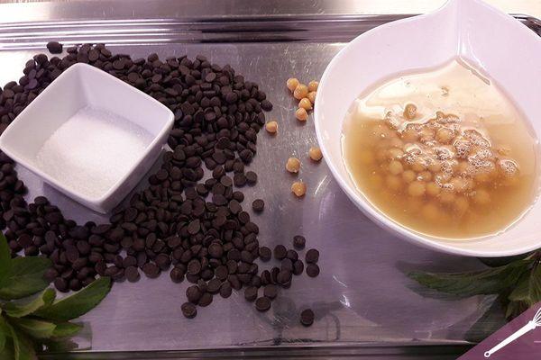 Les ingrédients de la mousse au chocolat sans gluten, sans œuf et sans lactose