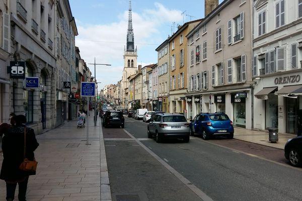 Villefranche-sur-Saône, sa rue principale : la rue Nationale. mars 2021