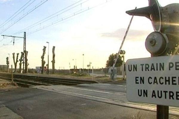 Baillargues (Hérault) - l'un des passages à niveau les plus dangereux de France - archives