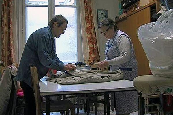 Atelier de réparation du Service du Vêtement de Reims.