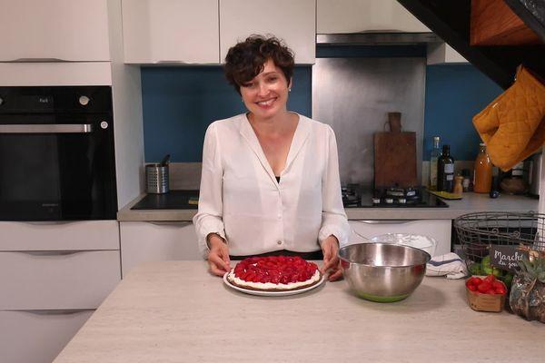 Clémence sublime les fraises de Pierre dans une tarte où même la crème s'imbibe du goût des fruits.
