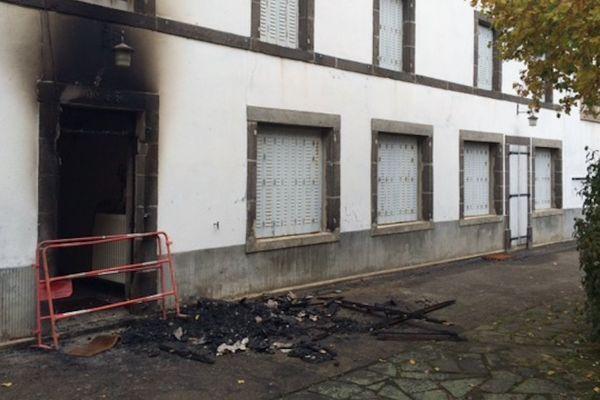 Dans la nuit du 23 au 24 octobre 2016, le centre d'accueil et d'orientation qui doit héberger des migrants dans le cadre du démantèlement de la « jungle de Calais » a été incendié.