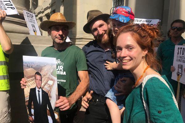 Les 3 militants anti-GCO qui avaient décroché le portrait d'Emmanuel Macron à Kolbsheim relaxés par le tribunal correctionnel de Strasbourg