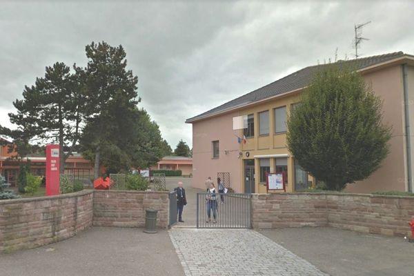 Le collège Lezay-Marnésia fait partie des réseaux d'éducation prioritaire renforcés (REP+) et peut accueillir des élèves allophones (ne parlant pas français).
