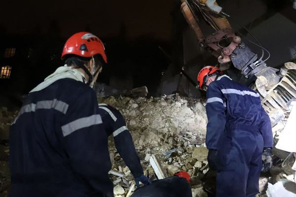 Les marins-pompiers ont fouillé les gravats toute la nuit, rue d'Aubagne à Marseille.