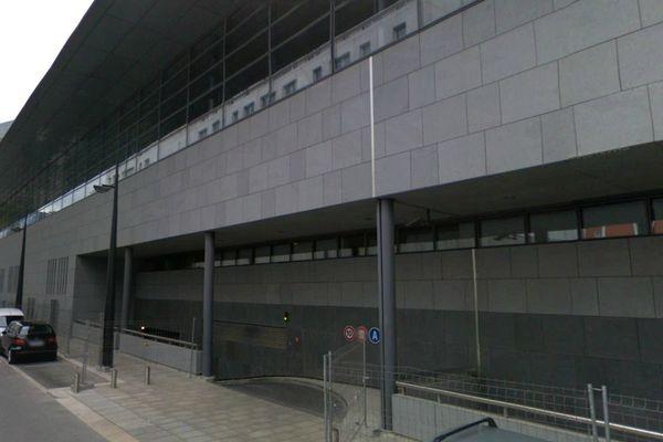 L'homme a pris la fuite depuis l'une des rampes d'accès au sous-sol du plais de justice de Grenoble