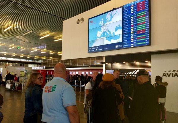 Pour le 2ème jour consécutif, bon nombre de passagers sont en quête d'un avion à l'aéroport de Toulouse-Blagnac.