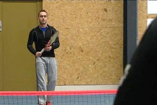 Le Tennis Club de Thann initie des personnes handicapées mentales au sport de court.