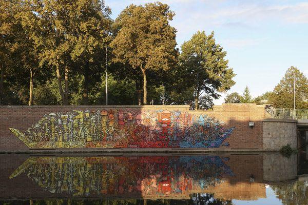 La barque des hortillonnages de BAULT sur un mur du boulevard Baraban à Amiens dans le cadre du festival IC.ON.IC.