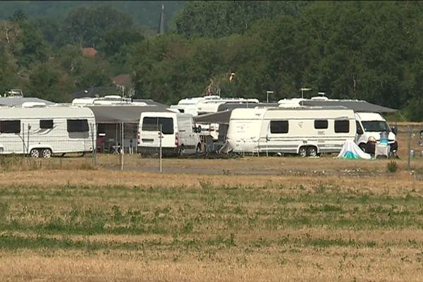 L'aérodrome de Lunéville est fermé. 180 caravanes sont installées illégalement par les gens du voyage trop près des pistes.