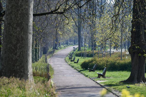 Les parcs de la ville qui offrent les plus grands espaces, comme le parc de la Tête d'Or, resteront fermés lundi 11 mai. En revanche, les parcs gérés par la métropole seront ouverts.