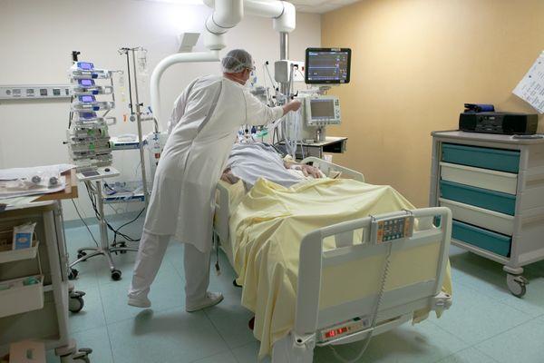 Dans le service de réanimation de l'hôpital de Saint-Malo-Dinan.
