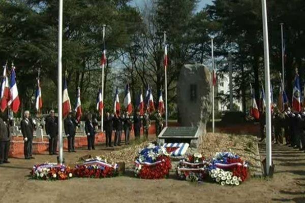 Cette année, pas de porte-drapeaux pour la cérémonie d'hommage aux victimes de la déportation à Nantes, réduite à son strict minimum à cause du coronavirus.