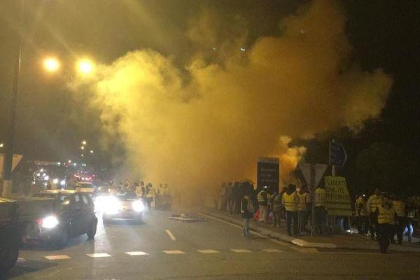 """La gare de péage du Muy avait été ravagée par les flammes le soir du samedi 24 novembre 2018, lors d'une manifestation des """"Gilets jaunes""""."""