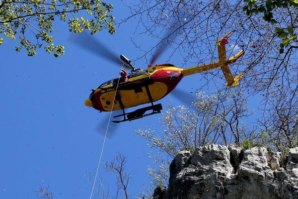 Dragon 74, l'hélicoptère de la sécurité civile de Haute-Savoie, à l'entraînement - Photo d'illustration