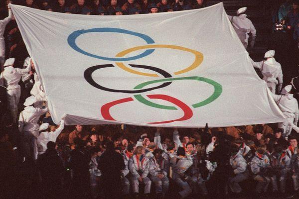 Les militaires alpins durant la cérémonie d'ouverture des JO d'Albertville le 8 février 1992.