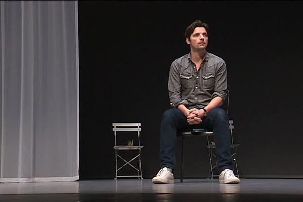 """""""Vous n'aurez pas ma haire"""",  une pièce interprétée avec une sobriété et un tact magnifiques par Raphaël Personnaz au  Théâtre National de Nice"""