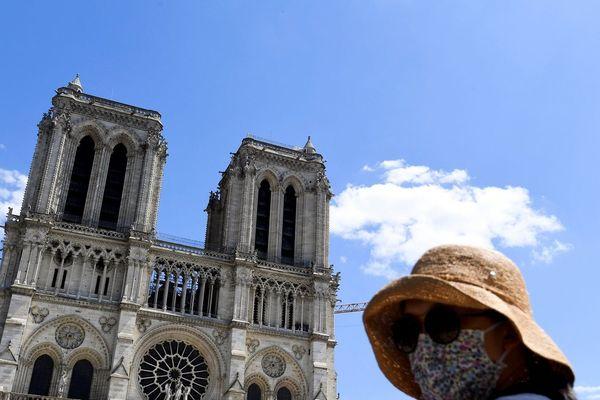 Le parvis de la cathédrale de Notre-Dame-de Paris est à nouveau accessible depuis cet après-midi.