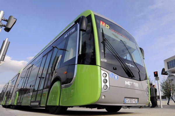 Un bus Mettis en circulation à Metz, un modèle comme celui présenté aux Bordelais à Cauderain en avril 2016.