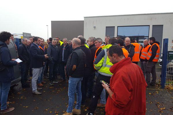 Mardi 4 décembre, à Vezin-le-Coquet, les chefs d'entreprises de travaux publics se sont rassemblés.